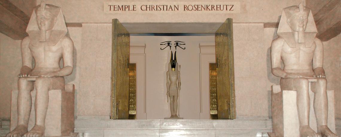 Porte du Temple Christian Rosenkreutz à Paris avec 3 statues égyptiennes